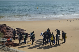 Figure 1: Field school 'check-out' dive at Cowes Jetty, Phillip Island, Vic. [Photo taken by Lauren Davison].